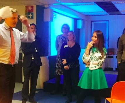 Frits van Bruggen, hoofddirecteur ANWB, duikt in het intercompany event.
